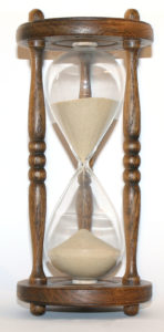 800px-Wooden_hourglass_3